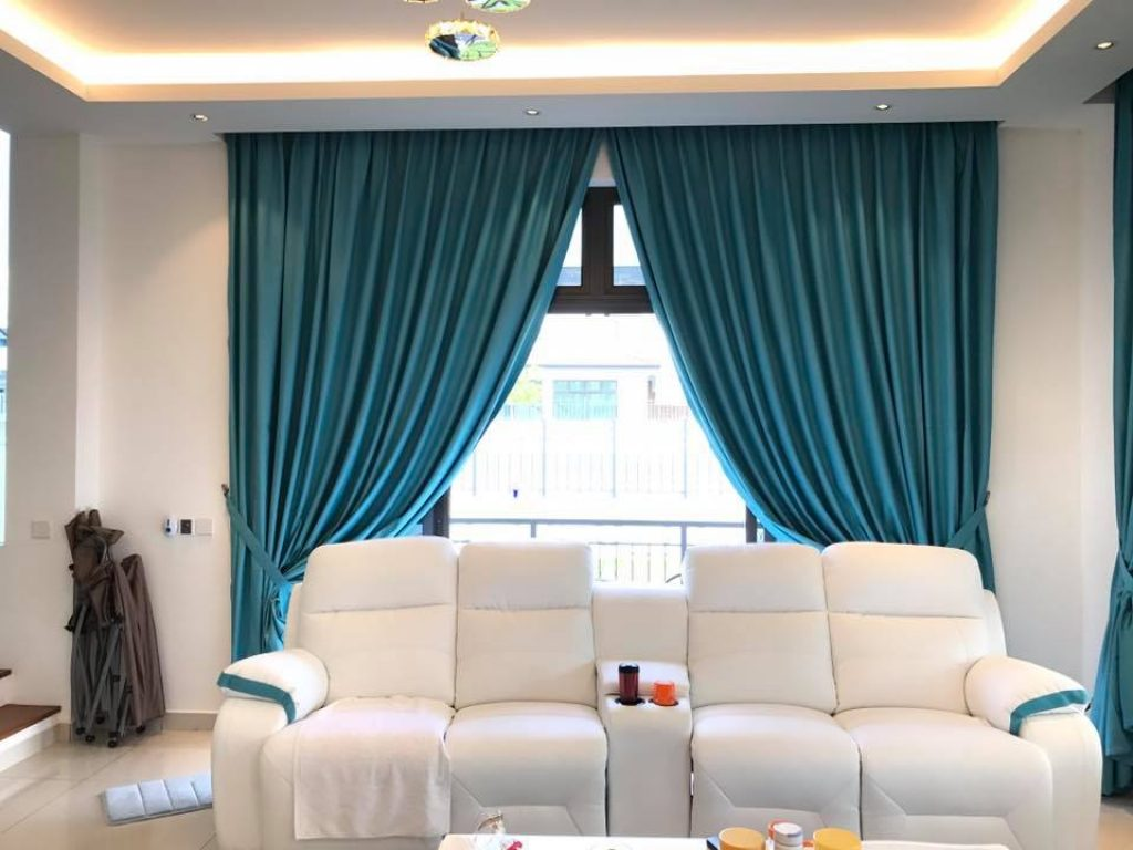 Best curtains for living rooms in dubai for Curtains in living room