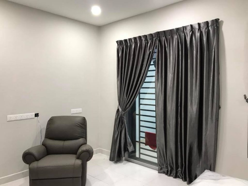 best curtains for living rooms in dubai. Black Bedroom Furniture Sets. Home Design Ideas